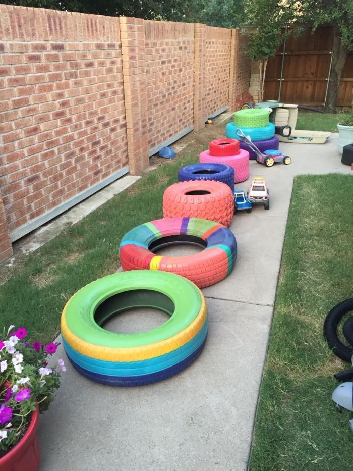 déco jardin recup originale, exemple comment aménager un lieu de jeux pour les enfants dans la cour arrière avec pneus recyclés