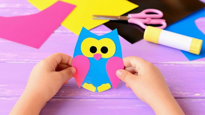 activités manuelles maternelle, diy figurine d'hibou en papier coloré, créations en papier et colle faciles pour les enfants