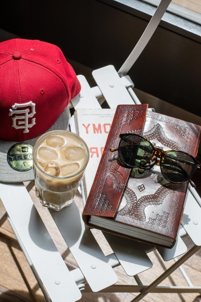café frappé recette classique avec café instantané et lait, idée de boisson fraîche à la base de café et lait pour l'été