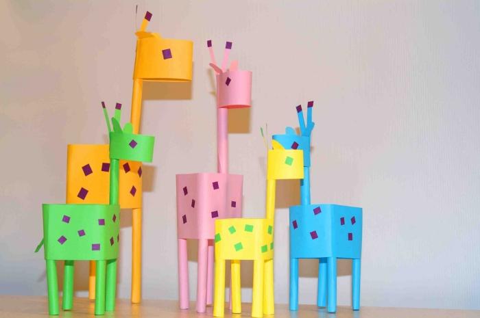 activité manuelle enfant facile et rapide, modèles de formes de girafes fait main avec papier coloré, idée création en papier pour enfant