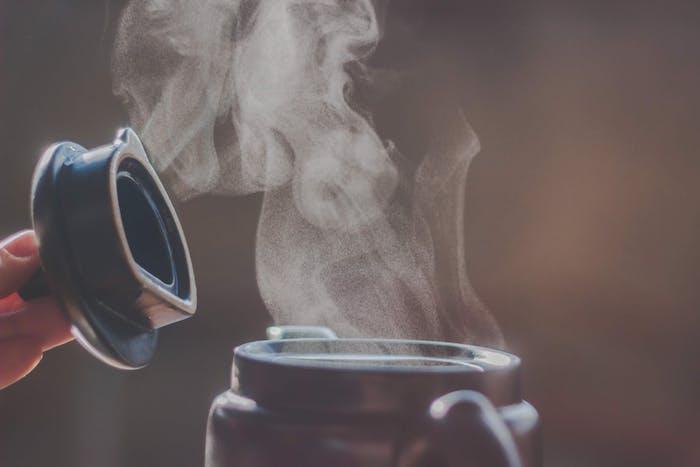 comment humidifier une pièce, idée méthode naturelle, vapeur d eau bouillante