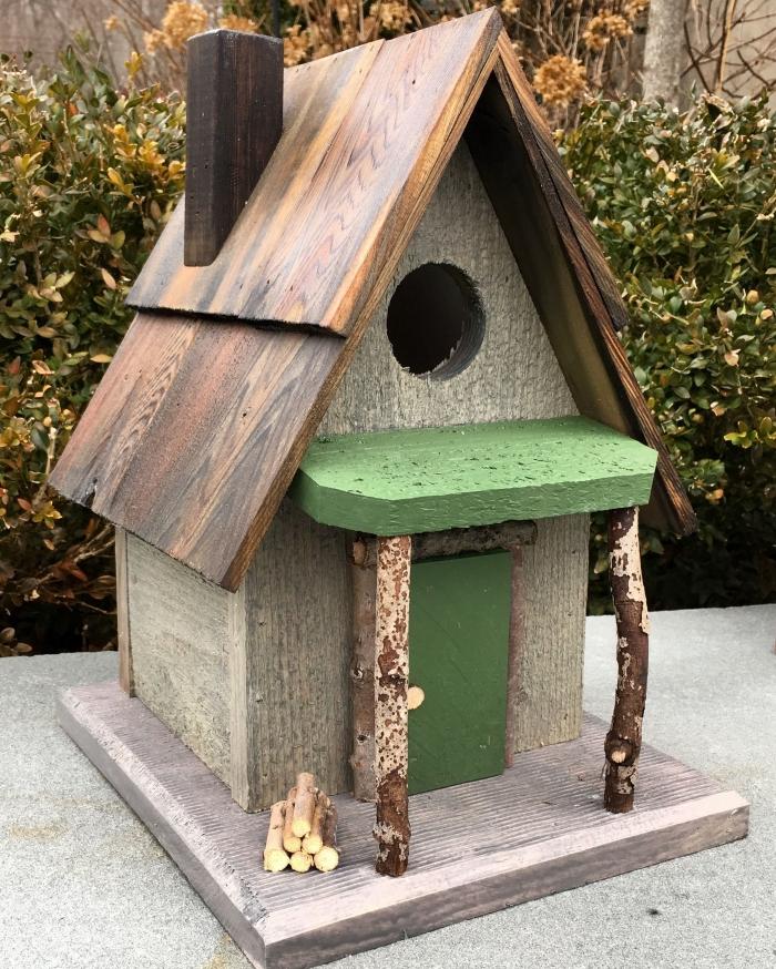 DIY nichoir à mésange facile à construire soi-même, modèle de petite maison de jardin pour oiseaux avec bois de différentes couleurs