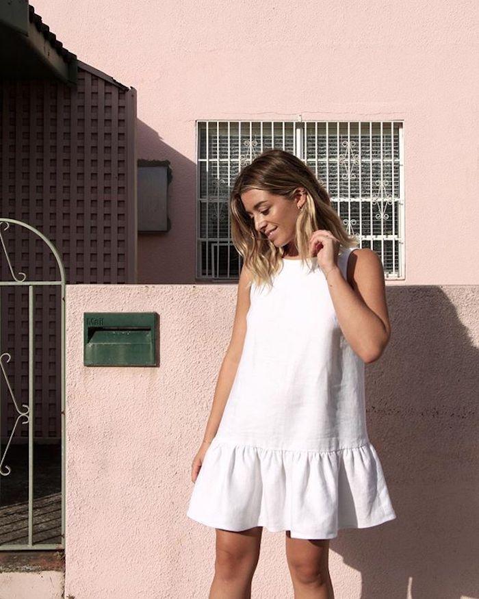 cool robe blanche courte droite femme blonde cheveux mi longs robe d été longue robe été femme idée tenue femme ete