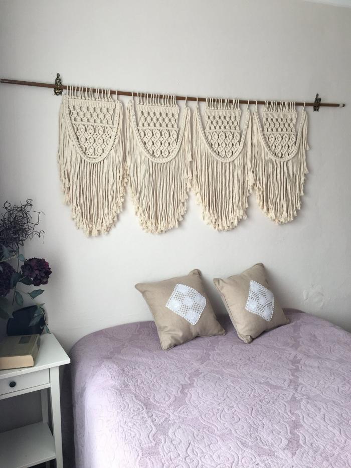 coussin décoratif gris et blanc meubles chambre à coucher meuble de chevet bois blanc tiroir macramé mural diy cotton beige