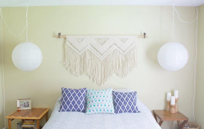 coussin décoratif table de chevet bois lampe suspendue tete de lit fait maison bâton bois et corde noeud macramé franges