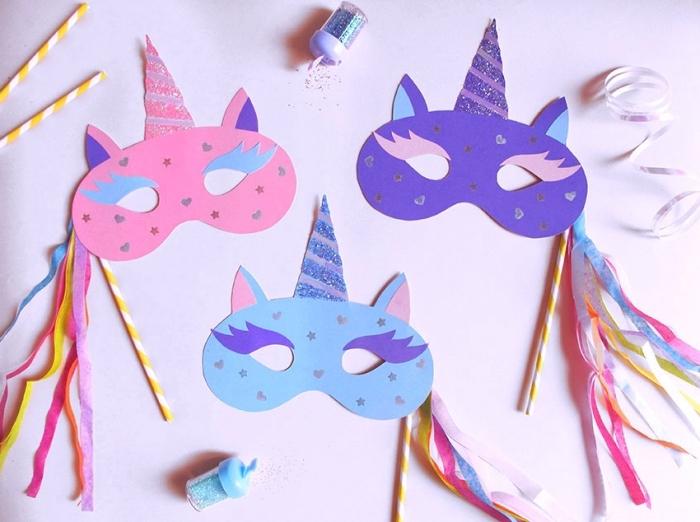 modèles de masques de carnaval en tête licorne facile à réaliser soi même avec papier cartonné, activité manuelle primaire