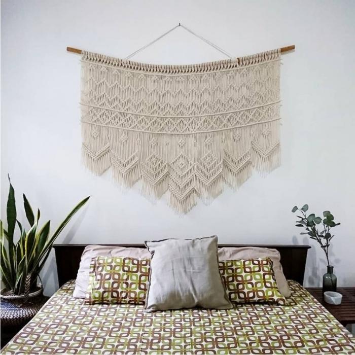 déco petite chambre à coucher blanche diy macramé mural corde cotton beige bâton bois plante verte chambre vase verre vert