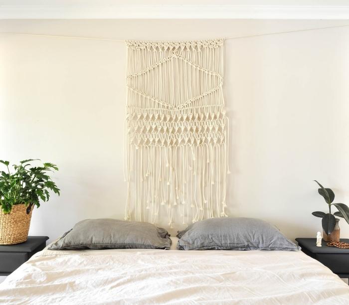 décoration chambre à coucher style boho minimaliste diy suspension macramé en corde cotton beige plante verte intérieur cache pot tressé