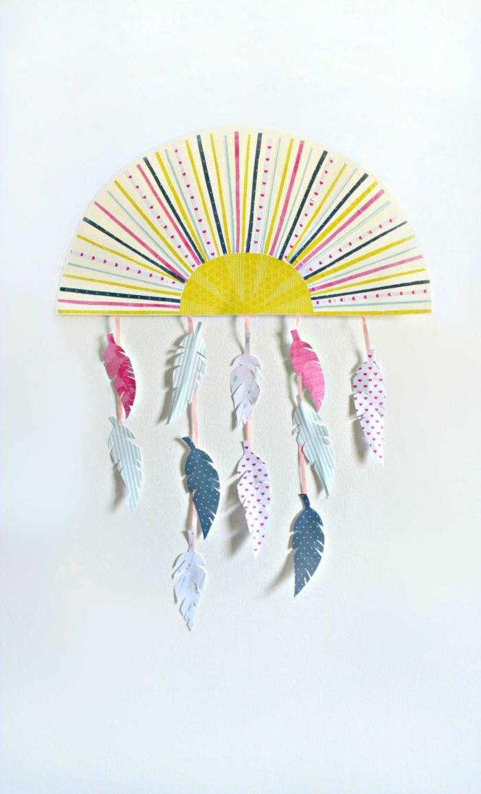 activité manuelle facile et rapide, fabriquer une suspension murale de style boho avec papier en forme de soleil et plumes en papier