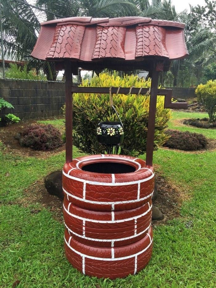 idée de récupération vieux pneus facile, modèle de puits de jardin décoratif réalisé avec pneus recyclés et repeints façon briques
