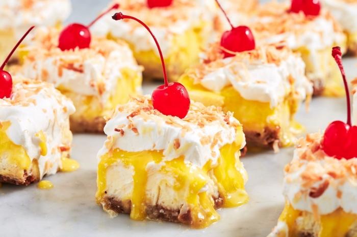 dessert facile et léger crème fromage mascrapone sauce mangue crème fouettée amandes effilées cerises cocktail