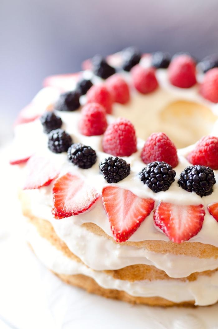 dessert frais et leger recette gâteau facile génoise vanille farine crème yaourt gâteau aux fruits rouges mûres framboises