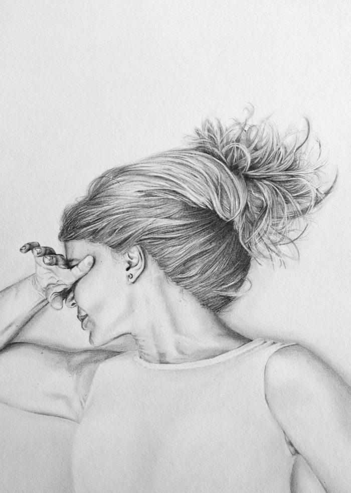 Femme cheveux longs main détaillé dessin depression, dessin a dessiner, découragé comment s'exprimer bien