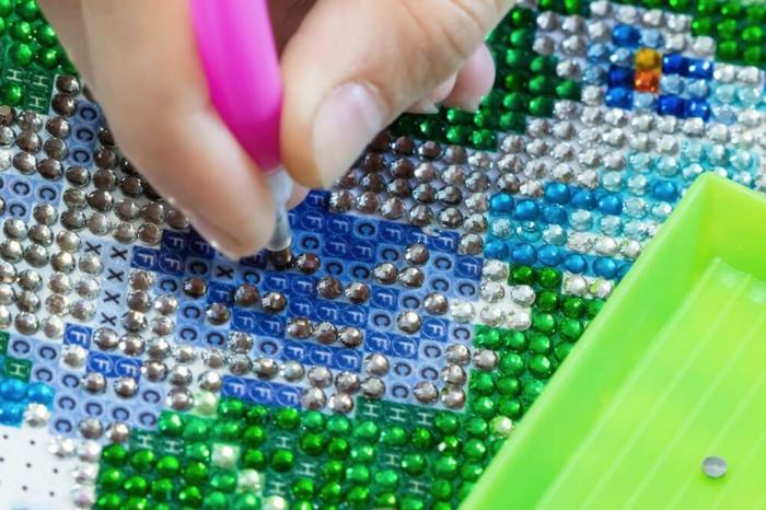 Comment coller ses perles diamant faire un canevas diamant, perle diamant a coller loisir créatif