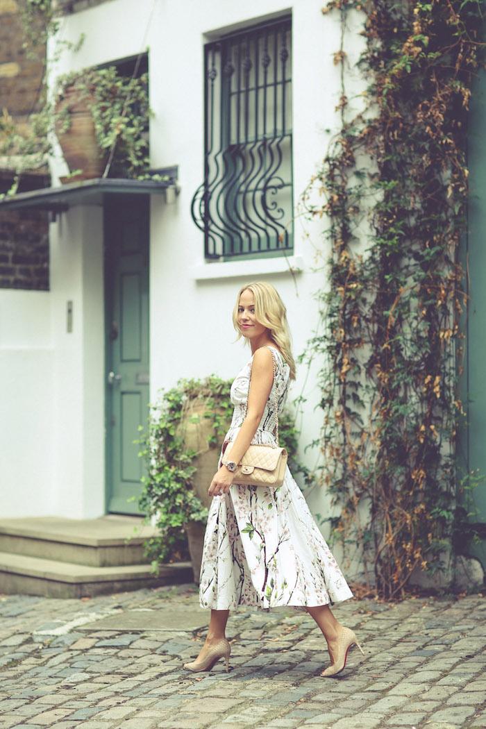 dolce et gabbana robe mi longue sac a main chanel robe fleurie mariage avoir de la swag avec une robe fleurie femme blonde promenade
