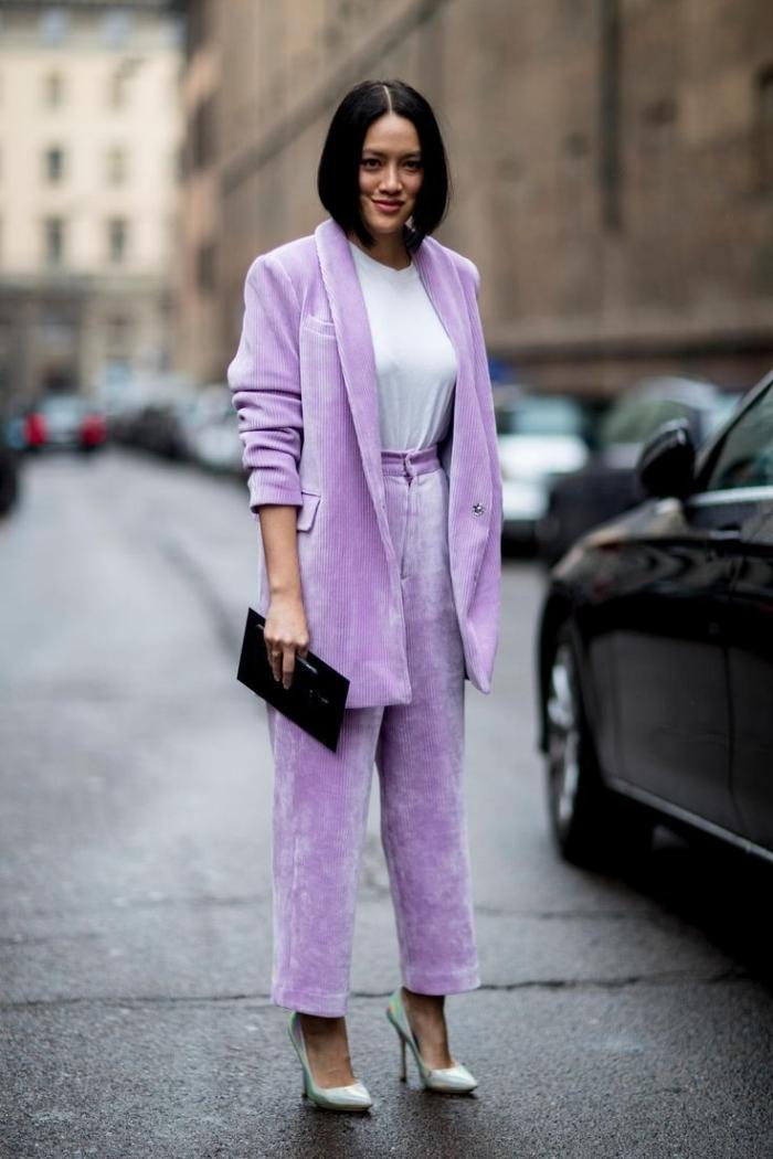 exemple comment bien assortir les couleurs de ses vêtements pour une tenue femme stylée, ensemble tailleur femme de couleur lavande