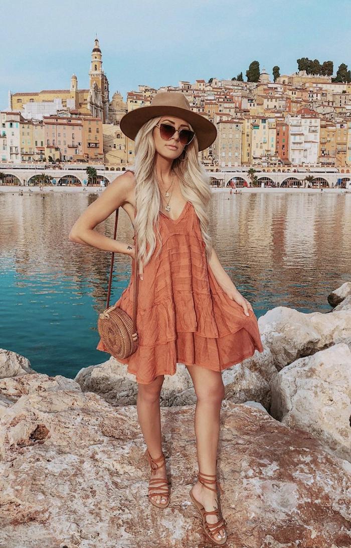 ete tenue fille blonde lunettes de soleil robes courtes robe de plage tenue d été pour femme comment s habiller
