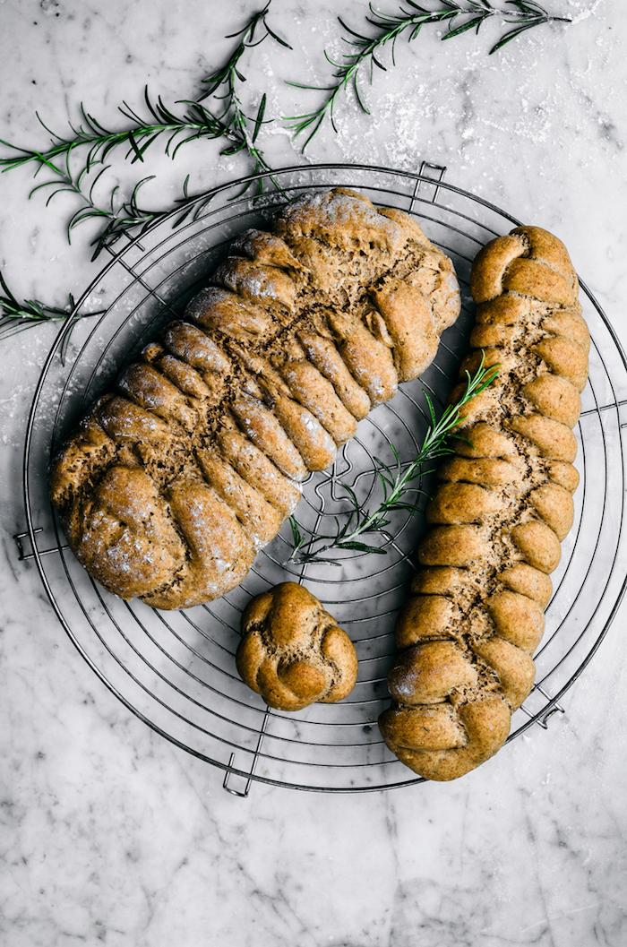comment faire du pain de siegle et éperaute au romarin, idée comment faire du pain complet simple