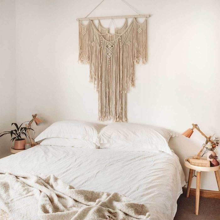 fabriquer une tete de lit originale de style bohème chic suspension corde macramé franges table de chevet ronde bois plante verte
