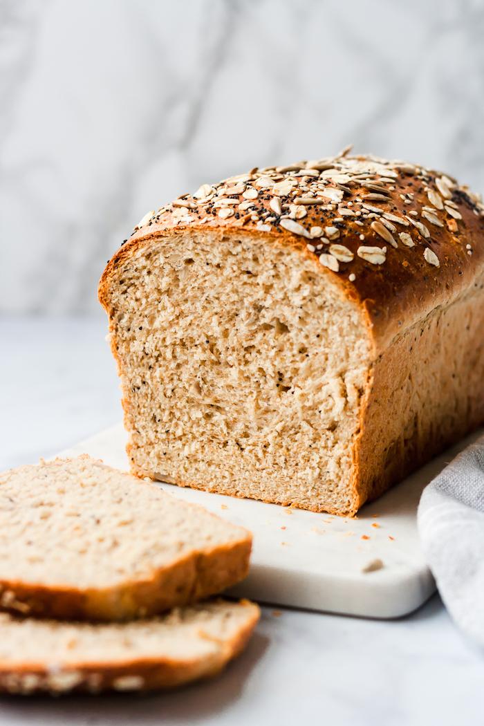 comment faire du pain sans gluten avec des flocons d avoine et des graines variés, lait et beurre