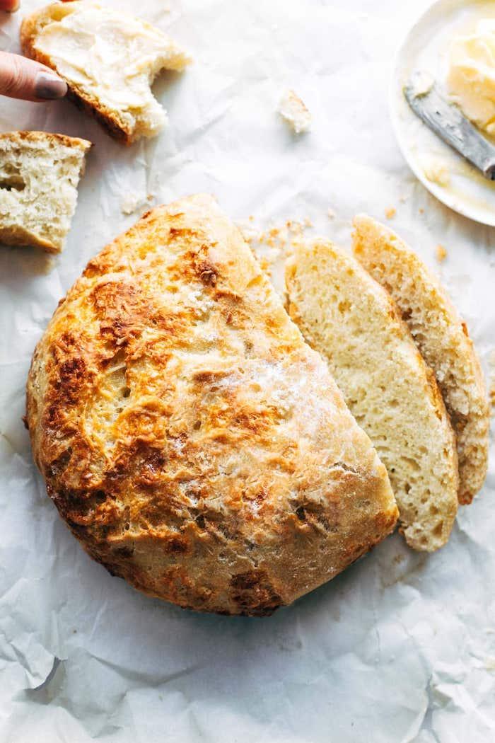 pain de campagne aux fromages, idee comment faire son pain maison à déguster avec du beurre