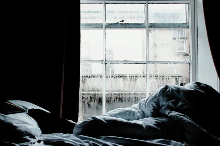 Chambre à coucher, linge de lit confortable, lit douillet, grand fenêtre, idée habitudes avant de s'endormir