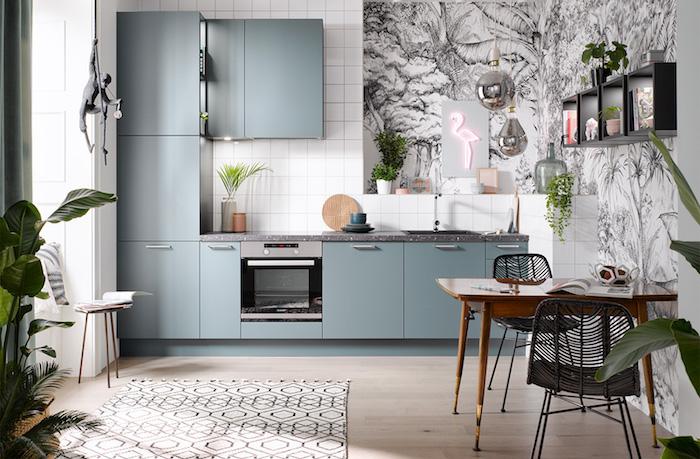 Papier peinte noir et blanc jungle thème, idée cuisine moderne, néon flamand rose taupe peinture salle a manger, les couleurs qui vont bien ensemble
