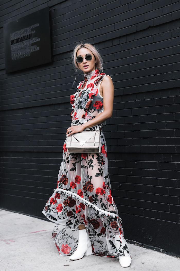 habillée robe longue dentelle a fleurs robe d été femme originale adopter le style bohème chic avec une robe fleurie bottines blanches modernes