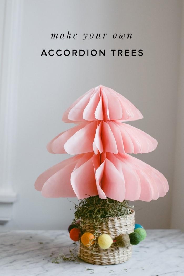 activité manuelle adulte, décoration de noël à faire soi-même avec peu de matériel, idée bricolage de noël avec papier en forme de sapin