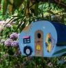 ide dcoration maison pour oiseaux fait main avec planches de bois peintures activit manuelle printemps