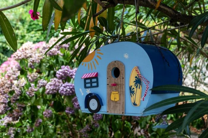 idée décoration maison pour oiseaux fait main avec planches de bois peintures activité manuelle printemps
