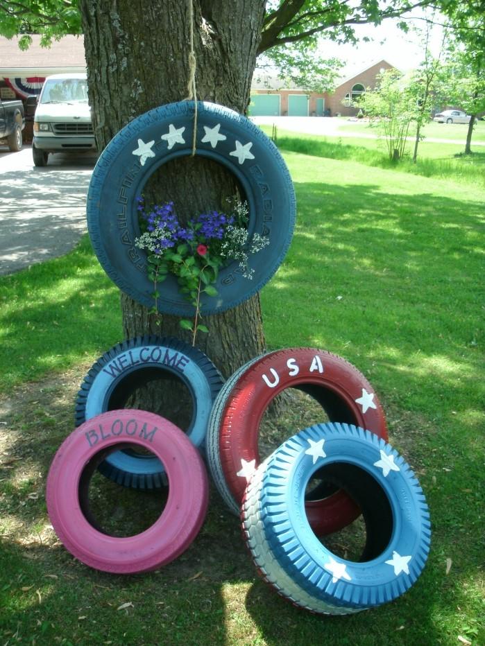 exemple comment décorer son jardin avec objets recyclés, diy jardinière en pneu recyclé, déco facile avec objets de récup