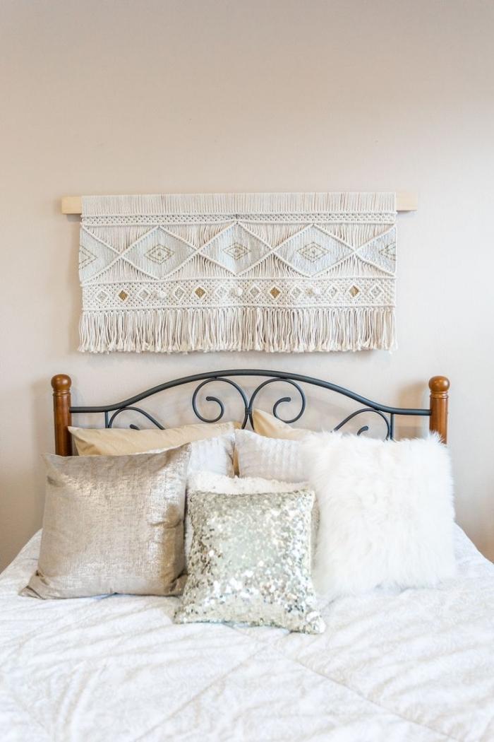 idee tete de lit diy suspension corde blanche macramé noeuds technique macramé décoration petite chambre tête de lit fer et bois