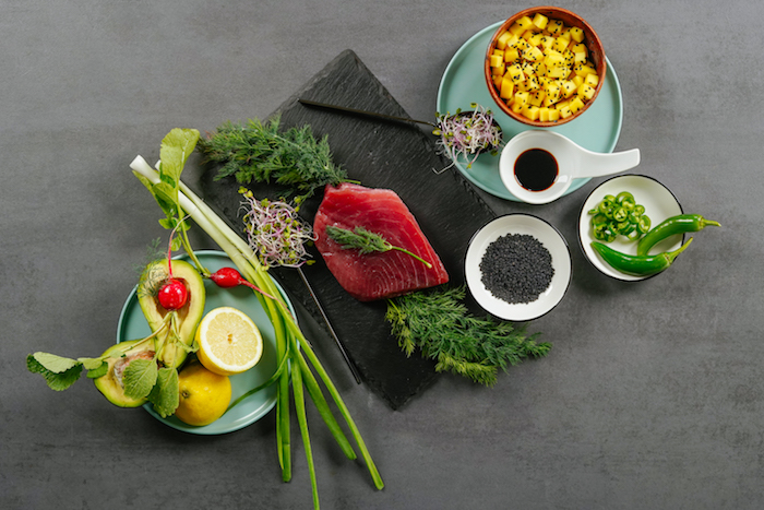 ingrédients nécessaires pour faire tartare de thon avec cubes de mangue et cubes d avocat et des graines de sesame