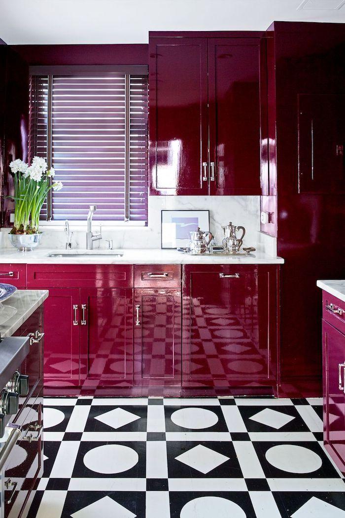 Laquée cuisine rouge bordeaux, couleur mur cuisine, tendance couleur cuisine 2020 style d'intérieur moderne