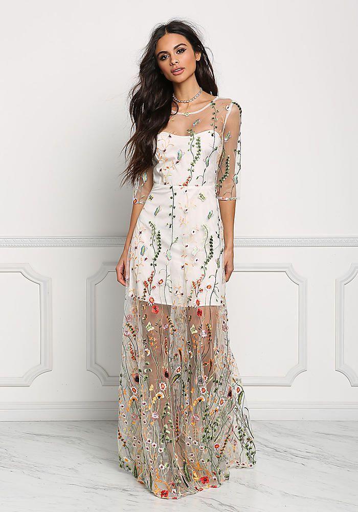 invitée a un mariage inspiration robe blanche avec dentelle fleurie robe buistier en bas robe longue fleurie mode d aujourd hui actualité du monde de la mode