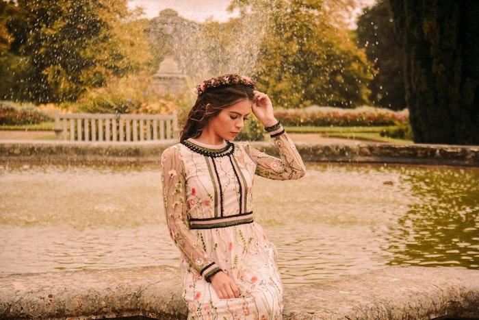 jardin paris tenue femme style vintage couronne de fleurs tenue champetre femme robe fleurie pour femme image beauté
