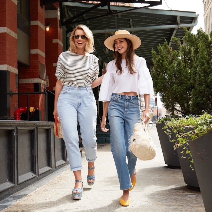 jean et t shirt simple tenue pour promenade en ville inspiration enue décontractée chic tenue femme chic les tendances d ete 2020