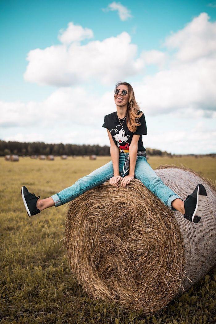 jean long et t shirt mikey mouse fille tenue promenade rustique champs fille tenue jean et tee shirt animation lunettes de soleil