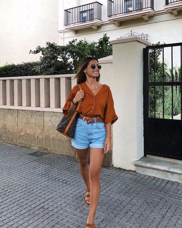 jean short et chemise tenue simple brune et bleu robe droite fluide pas moulante robe longue femme ete combinaison simple