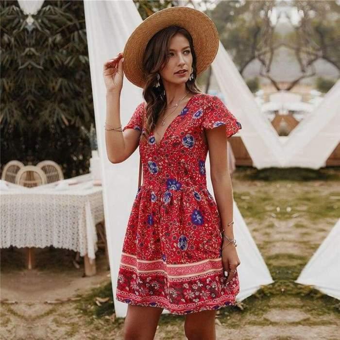 le style boheme mariage boheme chic dans un jardin robe d été femme originale adopter le style bohème chic avec une robe fleurie courte