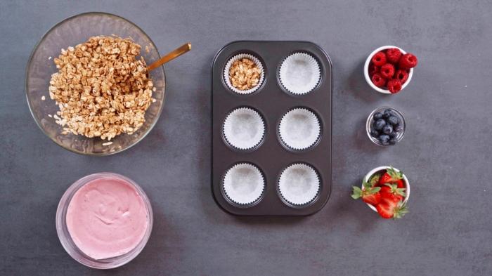 les meilleurs desserts d été préparation muffins surgelés sans cuisson flocons d avoine miel beurre de arachide crème skyr et fraises