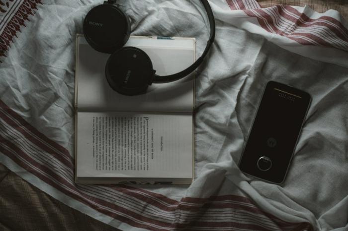 Le confort de son propre lit avec un livre ou de la musique, mais pas le portable qui peur nous reveiller