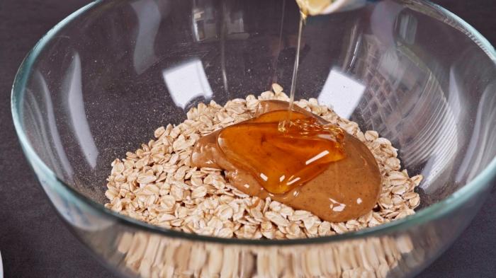 mélange flocons d avoine et miel recette healthy sucrée skyr dessert aux fruits préparation des muffins surgelés glaçage skyr et fruits