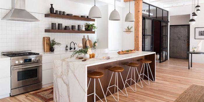 Blanc et bois associer les couleurs dans une cuisine simple au style rustique, les plus belles cuisines marbre blanc et cuivre