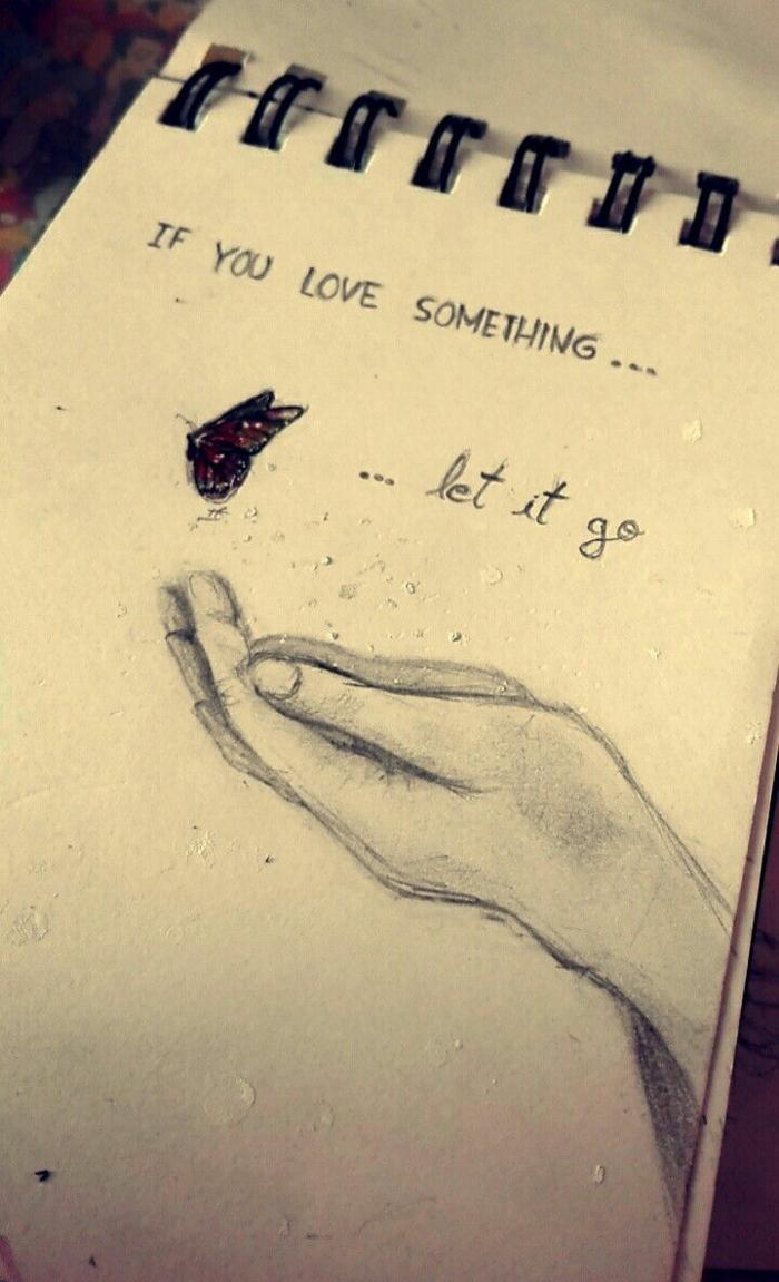 Cahier d'esquisses main et papillon dessin facile a reproduire, dessin femme triste dessiner les émotions avec un crayon