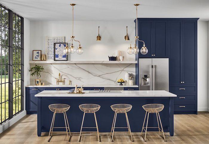 Bleu et marbre couleur mur cuisine, couleur qui vont ensemble, moderne intérieur pour la maison à la campagne