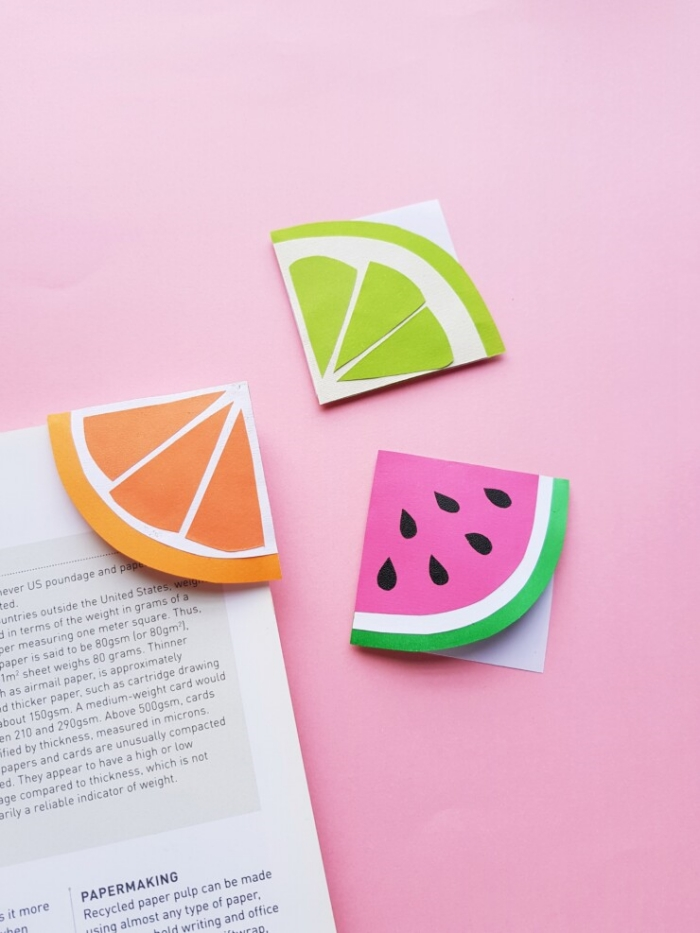 idée d'activité manuelle facile et rapide pour grands et petits, modèles de marques-pages originaux en formes de fruits d'été