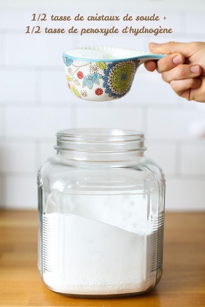 mélange de peroxyde de hydrogène et recette lessive fait maison peroxyde d hydrogene et cristaux de soude dans un bocal en verre