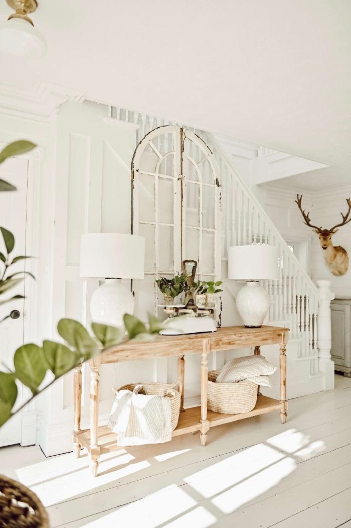 meuble bois clair lampe blanche plantes vertes entrée maison décoration couleur nature aménagement entrée style rustique escalier blanc
